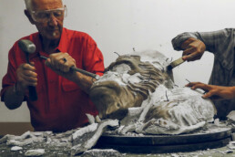 Removal of the ceramic shell after the casting process